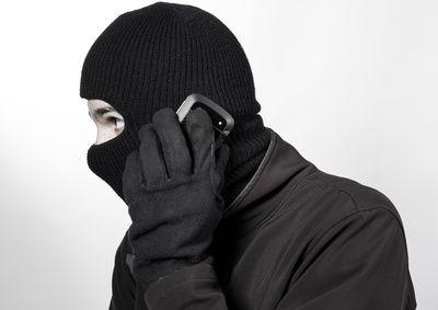 Verbrecher mit Telefon