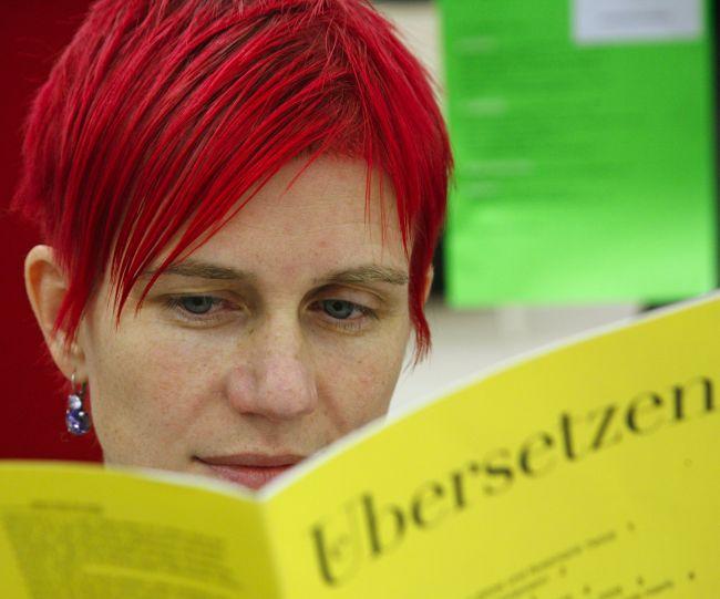 """Übersetzerin liest """"Übersetzen"""""""