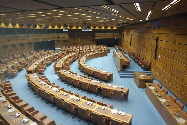 Konferenzsaal mit Dolmetschkabinen