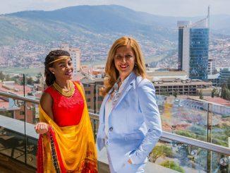 Marie Grace Ishimwe, Leiterin der Niederlassung in der ruandischen Hauptstadt Kigali, empfängt Lingua-World-Gründerin Nelly Kostadinova.