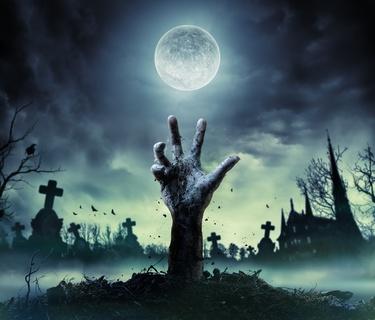 Hand ragt aus Grab