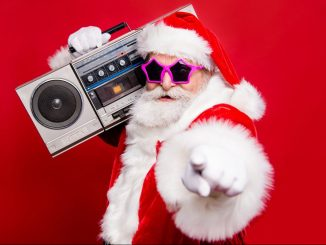 Weihnachtsmann mit Ghettoblaster