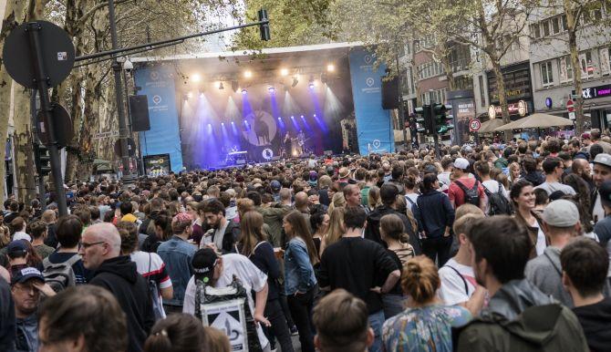 Musikbühne in der Stadt