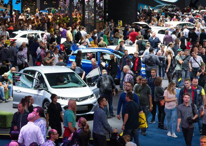 Besucher auf der IAA 2017